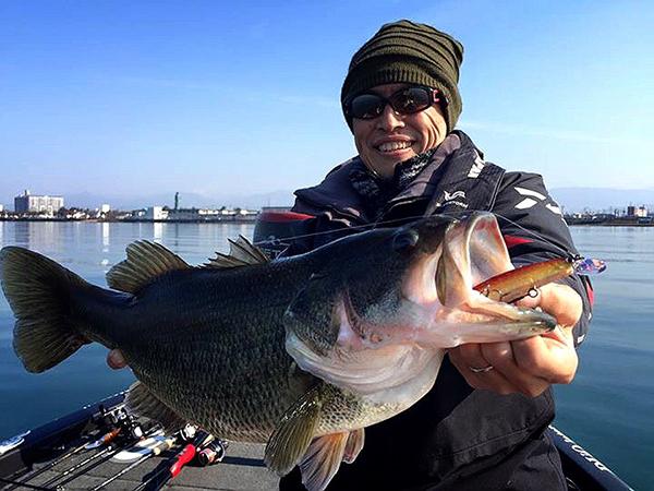 早春の琵琶湖で、ヴァルナSPにて3kgアップのビッグバスがキャッチされました!!