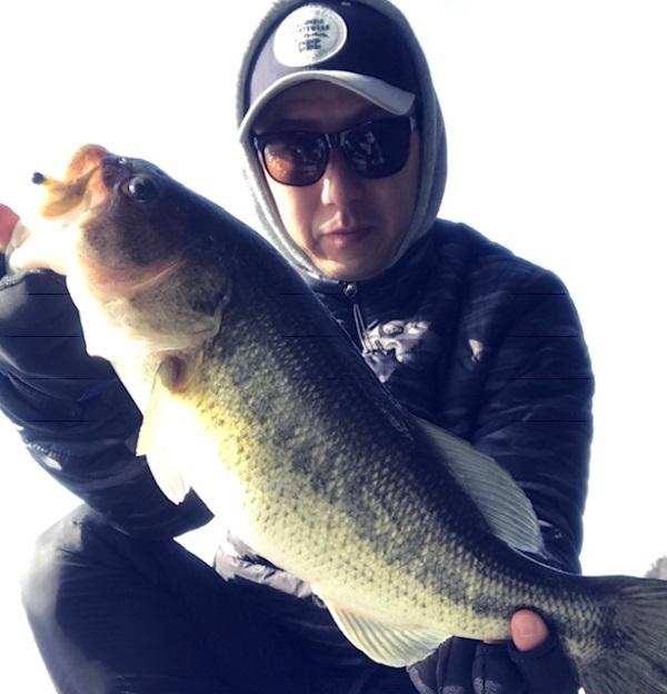2月15日(金)神奈川県相模湖にてHPミノー3.1″とドゥルガ73SPで50cm、43cm、42cm2本、39cmという真冬とは思えない釣果が叩き出されました!!