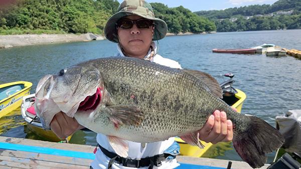 津久井湖にてドライブクローラーで59cmの超ビッグサイズがキャッチされました!